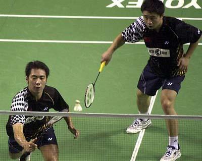 中国男双选手桑洋 左 郑波夺得冠军